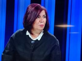 Prof. Dr. Gülaçtı TOPÇU görseli.