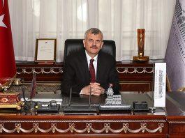 Prof. Dr. Cevdet ERDÖL görseli.